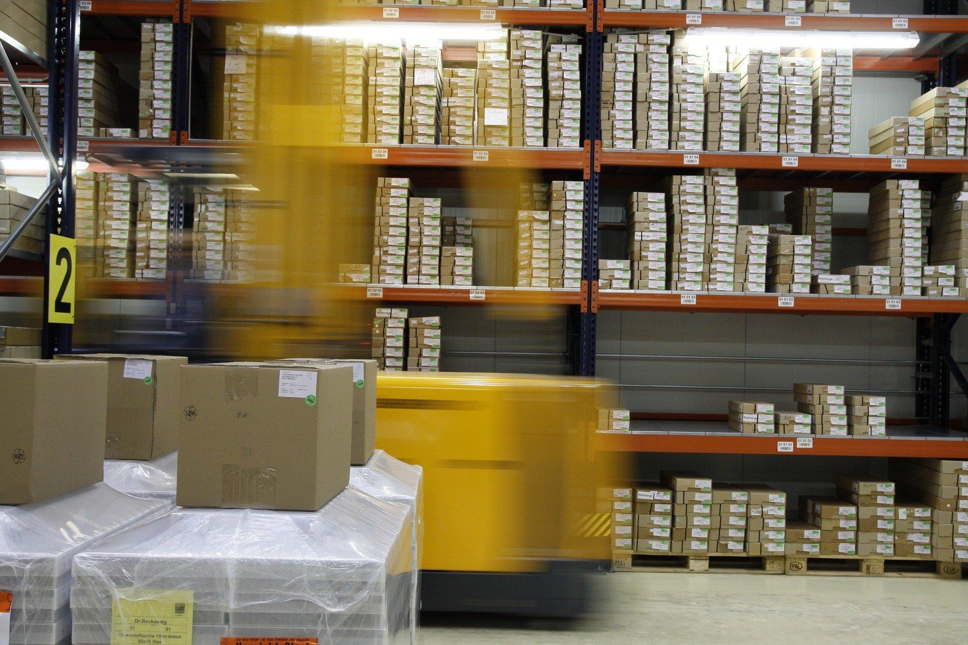 Como o Planejamento de Distribuição contribui para o equilíbrio entre oferta e demanda?